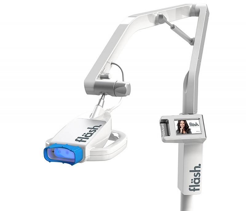 fläsh. Whitening Lamp für das Bleachen von Zähnen
